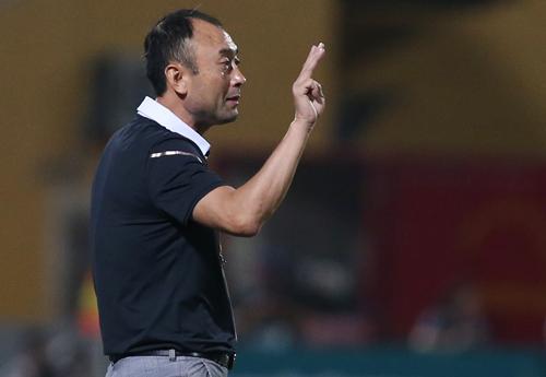 HLV Lee Tae-hoon cho biết mình xây dựng lối chơi ở HAGL giống như tuyển Việt Nam dưới sự dẫn dắt của HLV Park Hang-seo. Ảnh: Lâm Thỏa