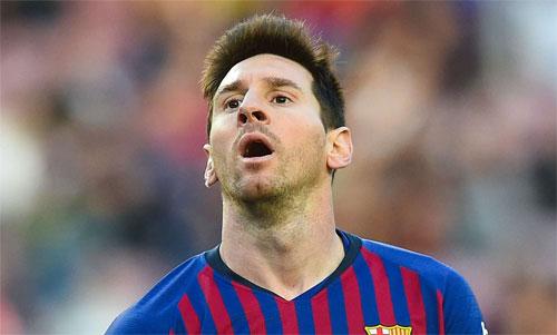 Thất bại một lần nữa vùi dập Messi. Ảnh: Reuters