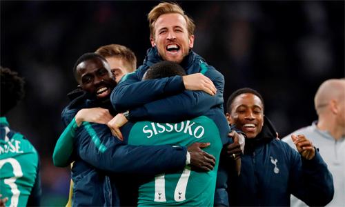Tottenham sẽ rớt xuống nhóm thứ ba khi bốc thăm chia bảng Champions League nếu Arsenal vô địch Europa League. Ảnh: Reuters.
