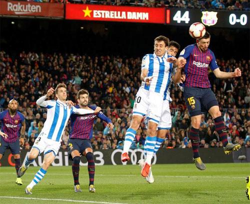 Barca phải nhờ đến một trung vệ ít khi ghi bàn như Lenglet để mở tỷ số.