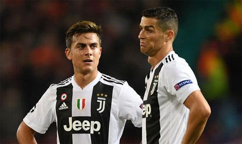 Dybala như biến mất sau khi Ronaldo xuất hiện. Ảnh: Reuters