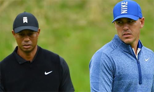 Koepka (phải) chỉ bogey hai lần qua hai vòng đầu PGA Championship năm nay. Ảnh: AP.