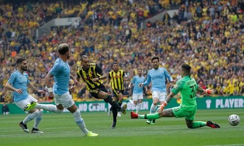 Pereyra bỏ lỡ cơ hội mở tỷ số cho Watford ở đầu trận. Ảnh: Guardian.