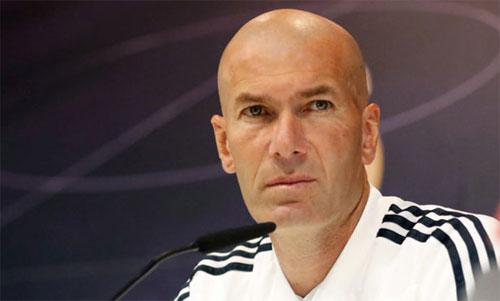 Zidane đang nỗ lực vực dậy Real sau mùa giải thảm bại. Ảnh: Reuters
