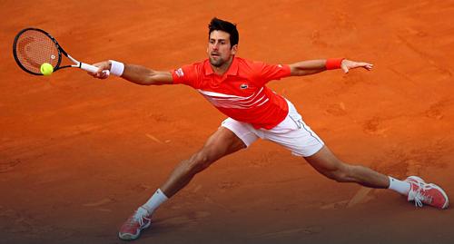 Djokovic dường như chịu ảnh hưởng về thể lực sau những trận đấu tốn sức ở tứ kết và bán kết.