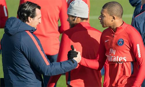 Unai Emery và Mbappe hợp tác với nhau tại PSG mùa 2017-2018. Ảnh: Reuters