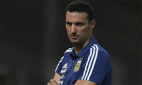 Scaloni đang nỗ lực vực dậy tuyển Argentina. Ảnh: Reuters