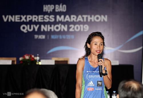 VĐV nổi tiếng trong giới chạy bộ Việt Nam, Tiểu Phương chia sẻ về giải VnExpress Marathon. Ảnh: Đức Đồng.