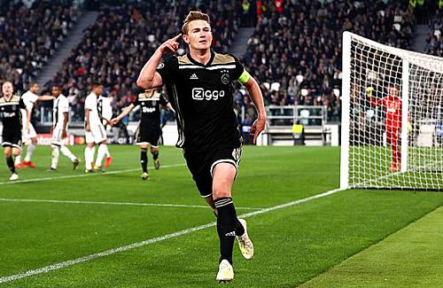 De Ligt còn rất trẻ nhưng sớm chứng tỏ phẩm chất thủ lĩnh. Ảnh:AFP.
