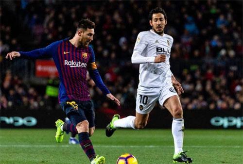 Barca sẽ gặp thách thức từ Valencia, đội có hai trận hòa với họ mùa này. Ảnh: Reuters