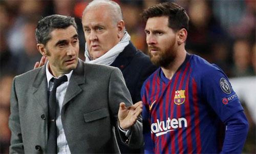 Messi mạnh mẽ bảo vệ HLV Valverde. Ảnh: Reuters
