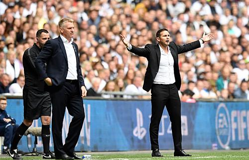 Frank Lampard (phải) chưa thể đưa Derby trở lại Ngoại hạng Anh. Ảnh:DM.