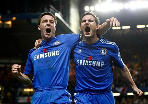 Lampard và Terry trong những ngày tháng kề vai sát cánh ở Chelsea. Ảnh:AFP.