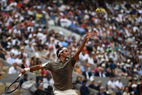 Federer giành chiến thắng dễ dàng trong trận ra quân với Sonego hôm qua.