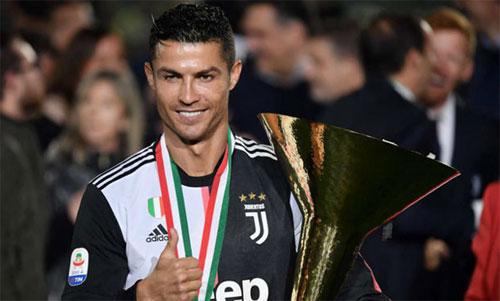 Ronaldo sẽ giàu hơn khi luật thuế mới được áp dụng. Ảnh: Reuters
