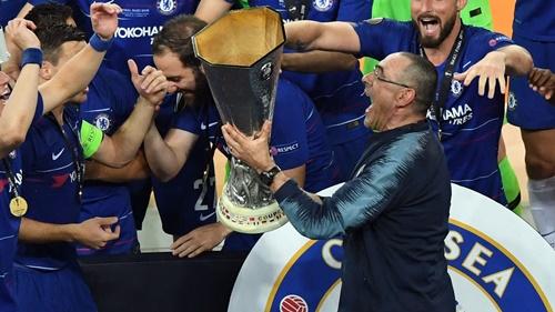 Sarri vô địch Europa League trong năm đầu dẫn dắt Chelsea. Ảnh: PA.