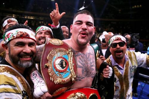 Ruiz giành trọn 4 đai vô địch từ tay đối thủ, gồm WBA Super, WBO, IBF và IBO. Ảnh: AP.