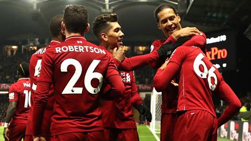 Liverpool cho thấy sự vững chắc khi bốn trong sáu gương mặt được bầu chọn tới từ hàng thủ. Ảnh:Reuters.