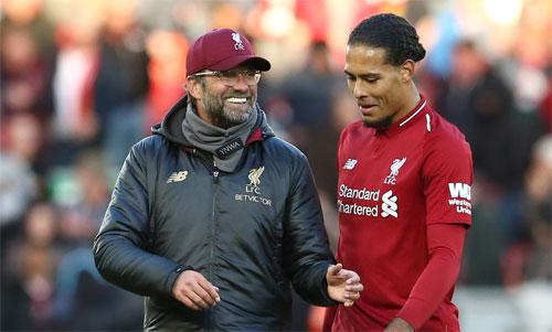 Klopp và Van Dijk là hai gương mặt chủ chốt đằng sau thành công của Liverpool. Ảnh: Reuters