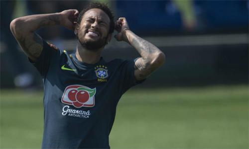 Neymar có nguy cơ lâm vào rắc rối vì công bố những hình ảnh nhạy cảm của người khác. Ảnh: AFP.