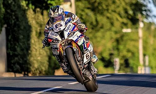 Michael Dunlop nài xe trong cuộc đua ở Đảo Man. Ảnh: Lapconcepts.