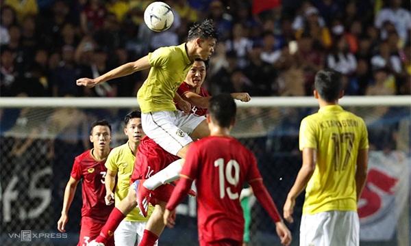 Supachai và Thái Lan đã có trận đấu quyết tâm nhưng sai lầm của phút cuối khiến họ bại trận. Ảnh: Đức Đồng.