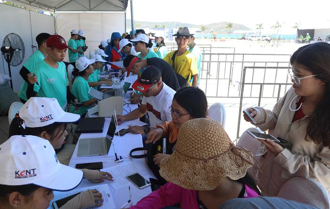 VĐV VnExpress Marathon đổ về Quy Nhơn nhận bib sớm