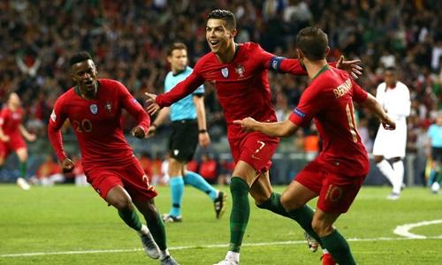 Ronaldo lập hat-trick