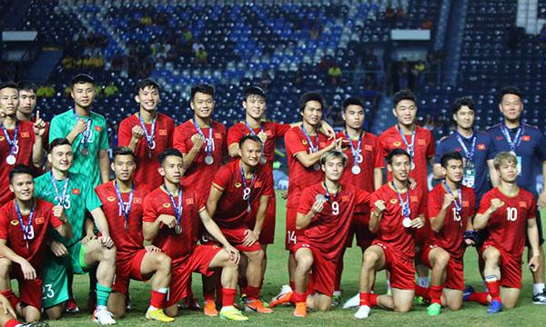 Tấm HC bạc Kings Cup 2019 là thành tích tốt của Việt Nam, nhất là khi thầy trò Park Hang-seo đã thắng Thái Lan. Ảnh: Anh Khoa.