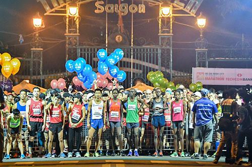 Các vận động viên nước ngoài cũng tham gia giải chạy.