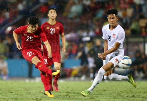 HLV Velizar Popov liên tục khẳng định U23 Việt Nam là ứng viên số một cho tấm HC vàng SEA Games 30. Ảnh: Lâm Thoả