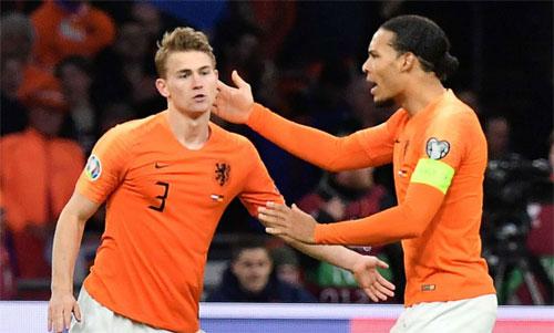 De Ligt và Van Dijk đang đưa bóng đá Hà Lan trở lại đỉnh cao. Ảnh: Reuters