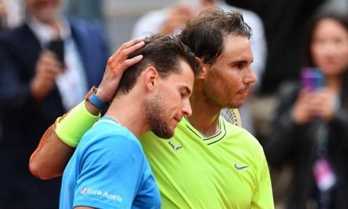 Thiem (trái) hai năm liên tiếp thua Nadal ở chung kết Roland Garros. Ảnh: AP.