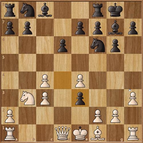Thế cờ sau khi Đen vừa dùng tốt bắt tượng. Trắng còn Hậu, nhưng cấu trúc tốt suy yếu. Firouzja không thể dùng tốt f bắt tốt e3 ngay, bởi khi đó Trắng sẽ có hai cặp tốt chồng (c3-c4 và e3-e4)và một tốt cô lập (a2). Các quân trắng cũng không cơ động, đều trong thế phòng ngự. Tượng trắng không có nhiều ô để di chuyển, khi vướng tốt c4, e4. Mã trắng chưa thể nhảy lên c5. Nó có thể nhảy lên d4 để ngăn sức mạnh của tượng đen ở đường chèo a1-h8. Nhưng, Firouzja không thể đi nước đó vì anh liên tiếp phải chống đỡ từ những nước sau đó của Đen.