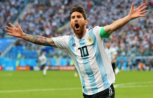Messi đang trên đường phá các kỷ lục của Argentina nhưng danh hiệu vẫn ngoảnh mặt. Ảnh:AFP.