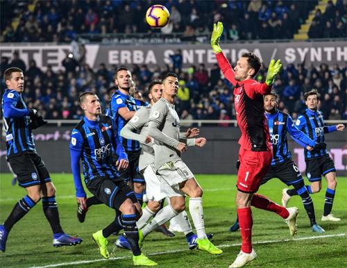 Atalanta khiến Juventus của Ronaldo nhận thất bại ở Cup Italy.
