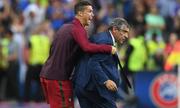 HLV Bồ Đào Nha: 'Ronaldo đấm tôi khi vô địch Euro 2016'