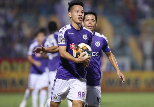 Đỗ Hùng Dũng được bình chọn là cầu thủ hay nhất trận Hà Nội và Sài Gòn.