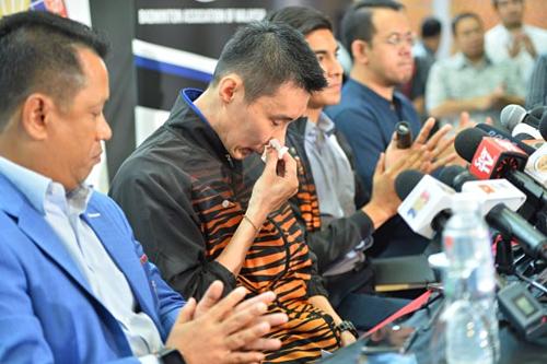 Lee Chong Wei không giấu được sự xúc động trong buổi họp báo. Ảnh:The Star.