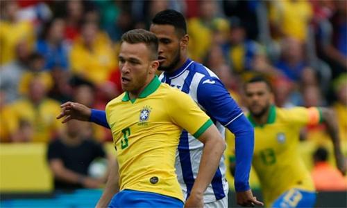 Arthur có thể thi đấu từ trận thứ hai gặp Venezuela. Ảnh: Reuters