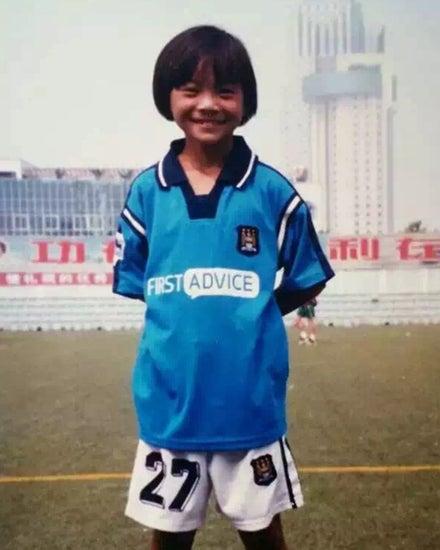 Vương trong màu áo một lò bóng đá ở Bắc Kinh.