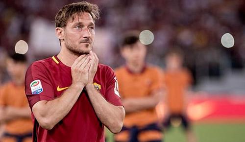 Totti được CĐV Roma trân trọng gọi là Hoàng tử thành Rome. Ảnh:AFP.
