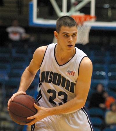 Woodland chơi được bóng rổ, bóng chày, bóng bàn và golf.