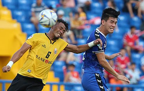 Pha đánh đầu thành bàn của Tiến Linh giúp Bình Dương tạo lợi thế trước trận bán kết lượt về. Ảnh: AFC.