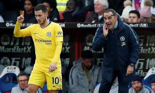 Sarri nói ông phải điều chỉnh chiến thuật vì Hazard. Ảnh: Reuters.