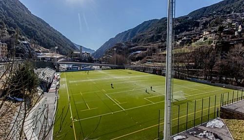 SVĐ nhỏ bé của Andorra chỉ có một khán đài. Ảnh:FC Andorra.
