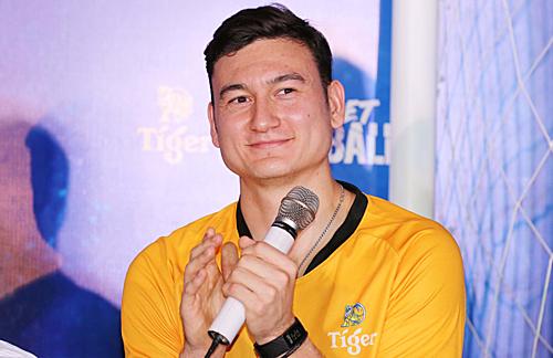 Đặng Văn Lâm là cầu thủ Việt Nam duy nhất đồng hành cùng các huyền thoại ở Việt Nam.