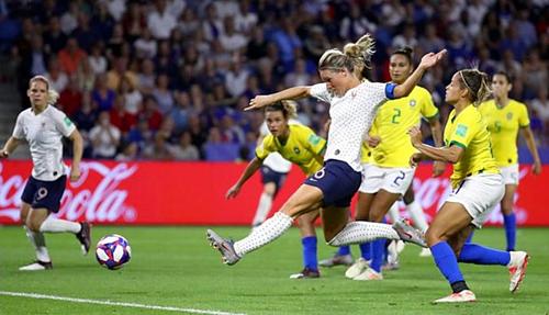 Bàn thắng ấn định tỷ số của Henry cho Pháp. Ảnh:AFP.