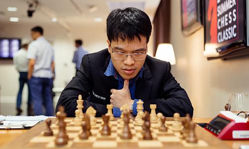 Quang Liêm thắng hai ván liên tiếp khi cầm trắng, vươn lên đỉnh bảng giải cờ có Elo trung bình gần 2.700. Ảnh: SLCC.