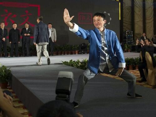 Tỷ phú Jack Ma tập Thái Cực quyền.